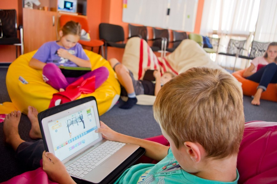"""Свідомий метод навчання. Дитина та """"девайси"""" - проблема чи перевага?"""