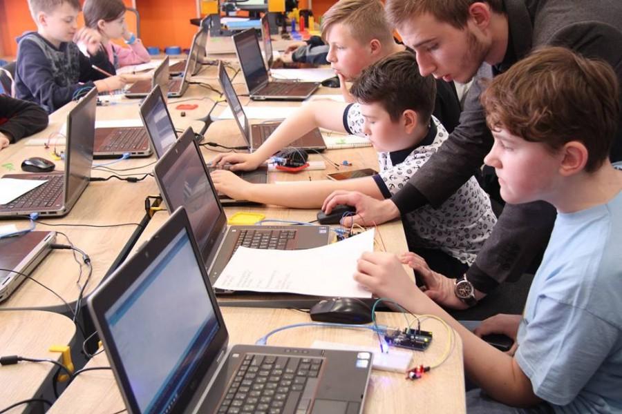 Літній комп'ютерний табір в Академії ШАГ – яскраві канікули з користю!