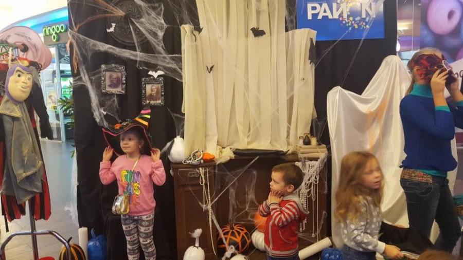 """Як в ТРЦ """"РайON"""" жителі Троєщини відсвяткували Halloween"""