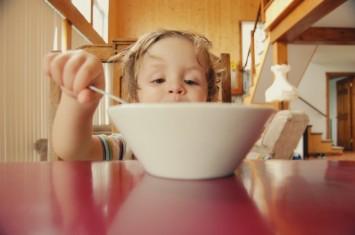 Як нагодувати дитину: поради для батьків