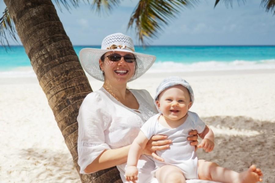 Малюк і сонце: як захистити дитину від небезпечних променів