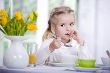Сніданок відмінника: чим потрібно годувати школяра?