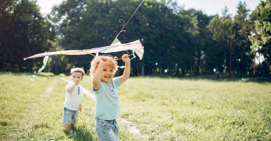 Літній чек-лист: 40 способів зайняти дитину на канікулах