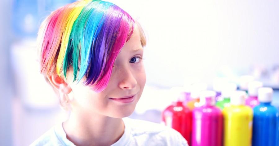 Всі кольори веселки: чи варто дозволяти дітям фарбувати волосся в яскраві кольори