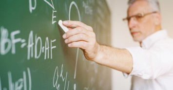 Учитель завжди має рацію? Топ некоректних фраз вчителів, які ранять дітей