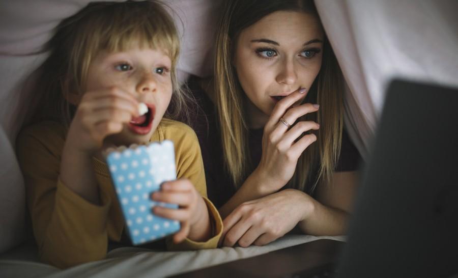 Топ-10 фільмів для сімейного перегляду під теплим пледом з чашкою какао