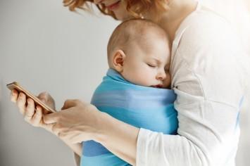 В Україні запускають чат-боти для підтримки та допомоги матерям