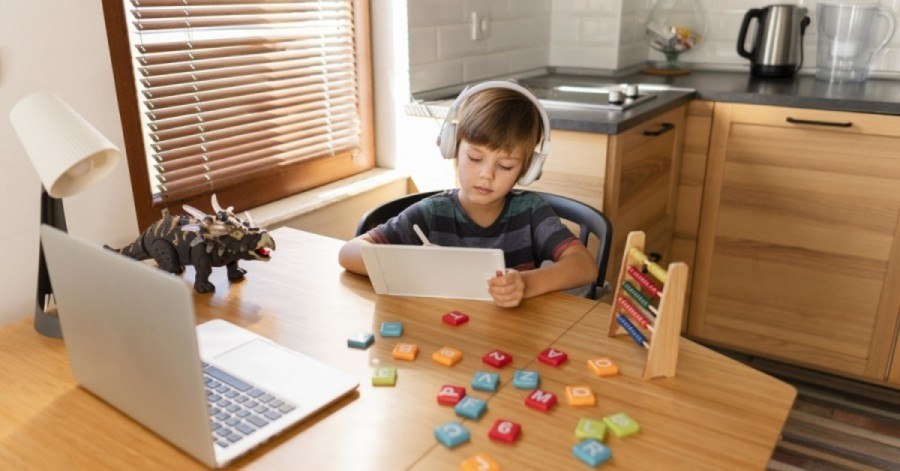Чим зайняти дітей під час локдауна: ігри на свіжому повітрі, безпечні розваги та корисні курси