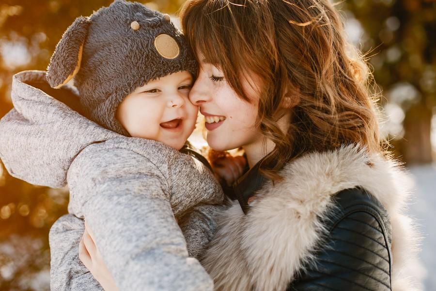 Як правильно вдягнути новонароджену дитину взимку?