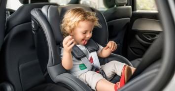"""В """"Епіцентрі"""" знижки до -50% на автокрісла і бустери для дітей будь-якого віку"""