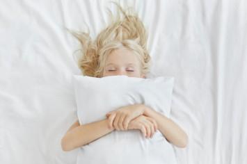 Денний сон: 5 ефективних порад, щоб вкласти дитину