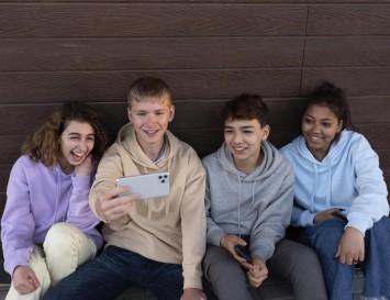 Як кіберпростір впливає на підлітків: результати дослідження