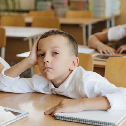 Дитина відмовляється ходити до школи: як реагувати і чим допомогти