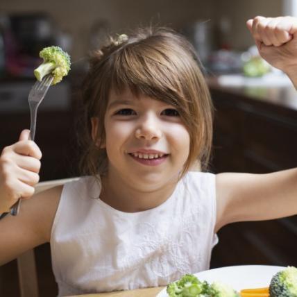 Розвіюємо міфи: важливі відповіді на питання про дитяче харчування