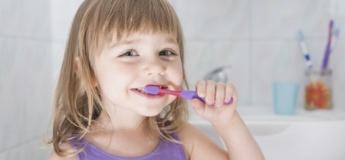 Як та коли доглядати за молочними зубками?