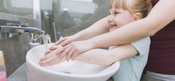 Захист від вірусів: як навчити дитину правильно мити руки