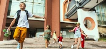 Гаджети на поличку: чим зайняти дитину на літніх канікулах