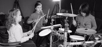 Гра на електронних барабанах