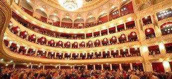 Таємниці за лаштунками. Екскурсія до Національної опери України